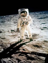 moon_landing_hoax_story_giant_misstep_inbangladesh-jpeg