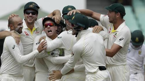 Nathan-Lyon-and-David-Warner-celebrate-after-running-out-South-Africa-AB-de-Villiers